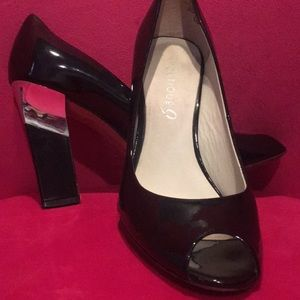 Stunning Boutique 9 Metal Accent Pumps 8 1/2